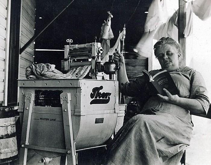 Электрическая стиральная машина, 1910 год. /Фото: pikabu.ru