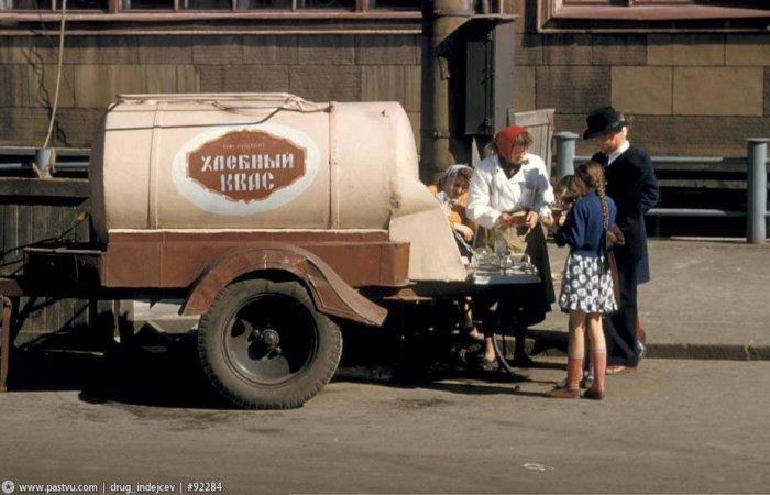 Бочка с квасом, 1964 год. /Фото: twitter.com