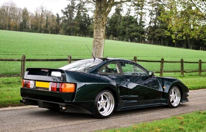 Так американский спортивный автомобиль выглядит сзади. /Фото: secret-classics.com