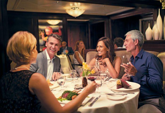 Беседы в ресторане тоже следует вести этично. /Фото: potokmedia.ru