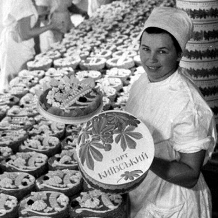 Легендарный советский торт с оригинальной рецептурой. /Фото: back-in-ussr.com