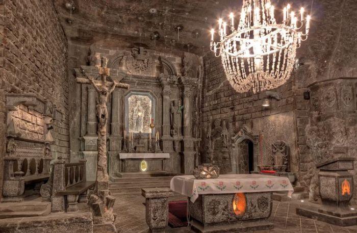 Трудно представить, но материалом для этого потрясающего места стала...соль. /Фото: amazonaws.com