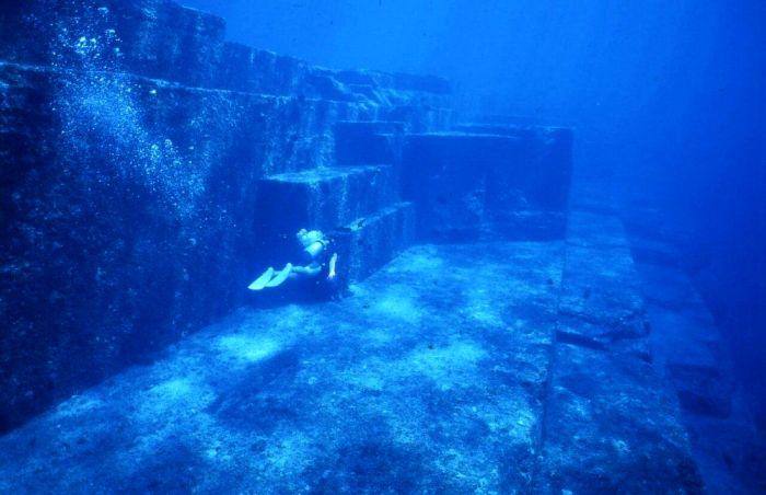 Многие считают, что дорога Бимини - это путь в легендарную Атлантиду. /Фото: pinterest.com