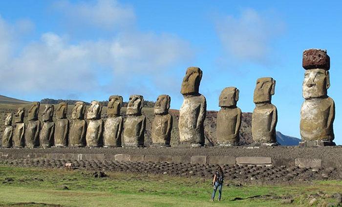 Таинственные статуи на острове Пасха. /Фото: magspace.ru