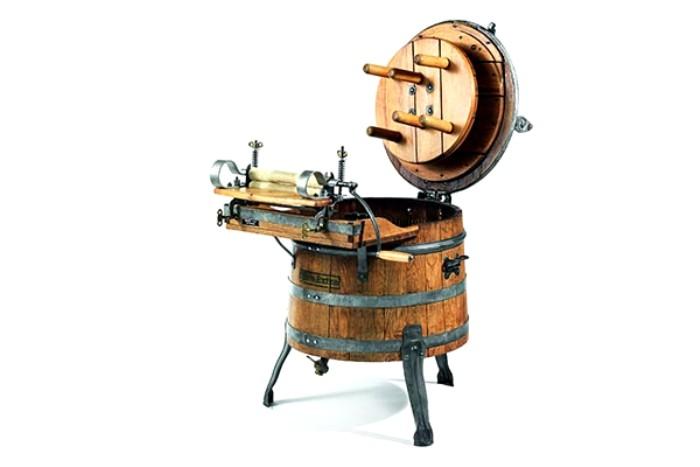 Механическое устройство для стирки начала 20 века. /Фото: vilingstore.net