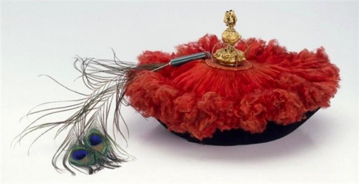 Несколько столетий назад так выглядела китайская шляпа. /Фото: yan.vn
