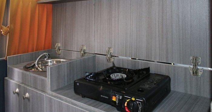 В «Буханку» вместилась не только шкаф, но и оборудованная кухня. /Фото: popmech.ru