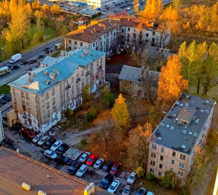 Дом номер 95 по Магнитогорской улице (на переднем плане справа), вид сверху. /Фото: wikimapia.org