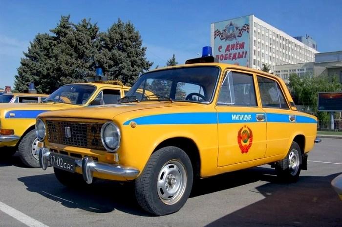 Советские милицейские машины - ярчайший пример спецавтомобилей на РПД. /Фото: inmu3.ru