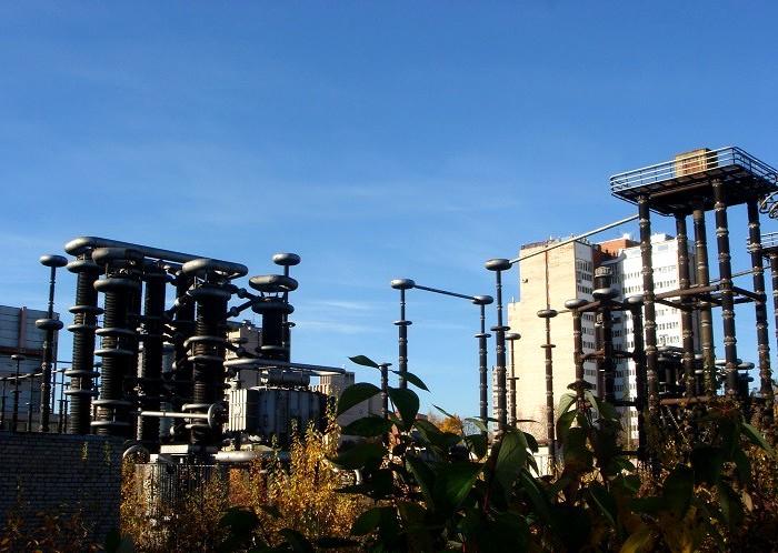 Огромный полигон для тестов свойств электричества. /Фото: yaplakal.com