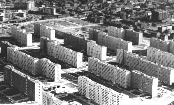 Когда дома строились тысячами, удорожать проект из-за одного этажа нецелесообразно. /Фото: vfl.ru