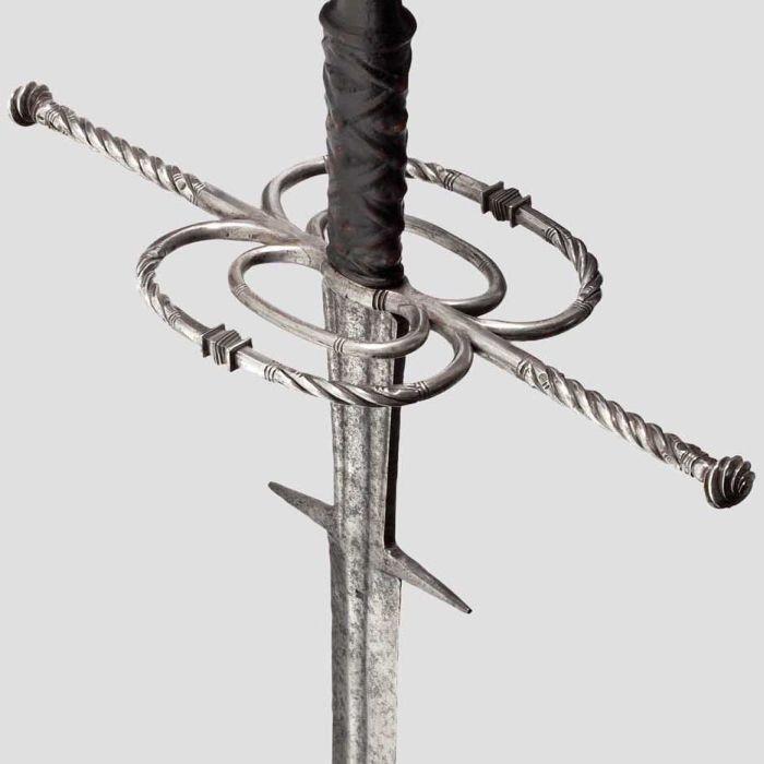 Гарда и кабаньи клыки тоже использовались в бою. /Фото: livejournal.com