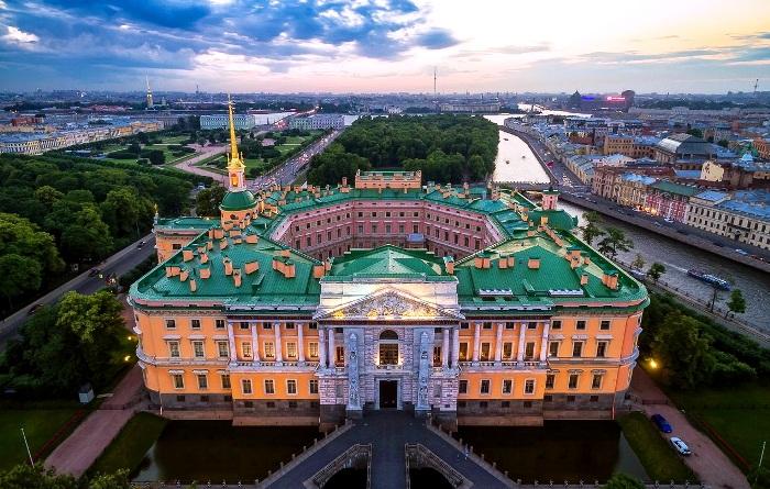 Великолепный в своей геометрии дворец. /Фото: kudago.com