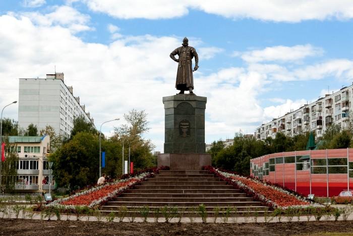 Памятник человеку, давшему имя городу Пушкино, но это не великий поэт. /Фото: pushkino.tv