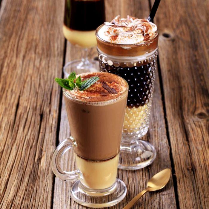 С пенкой в рекламном кофе тоже не все так просто. /Фото: genial.guru