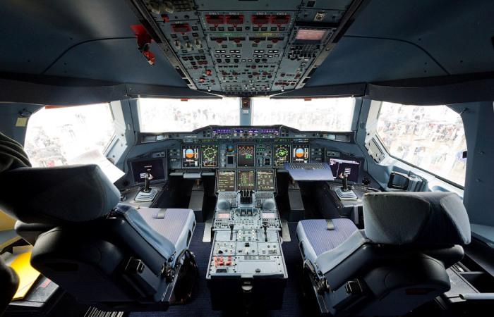 Кабина пилотов на А380. /Фото: varlamov.ru