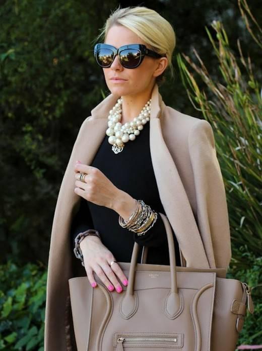 Темные цвета носить можно - главное правильно. /Фото: newrezume.org