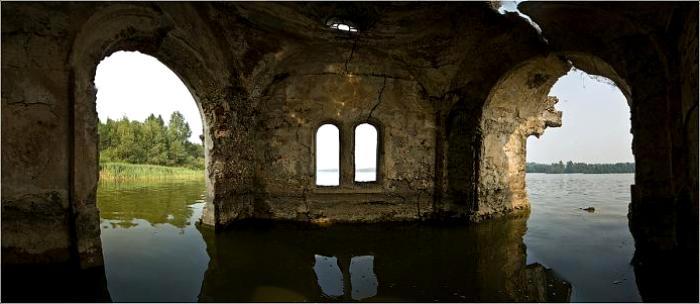 Воды разрушили и все внутреннее убранство сооружения. /Фото: wikimapia.org