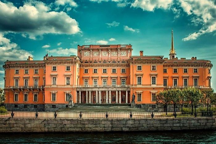 Еще один великолепный замок на территории бывшей столицы Российской империи. /Фото: sputnik8.com