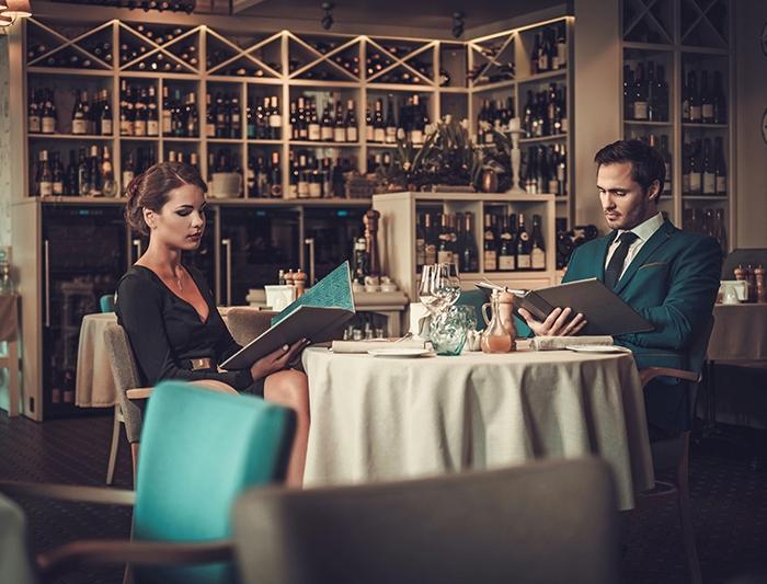 Поход в ресторан должен быть удовольствием, а не необходимостью ради статуса. /Фото: realkz.com