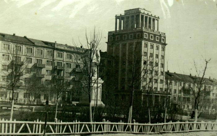 Архитектура сталинского ампира активно появлялась в новом городе. /Фото: livejournal.com