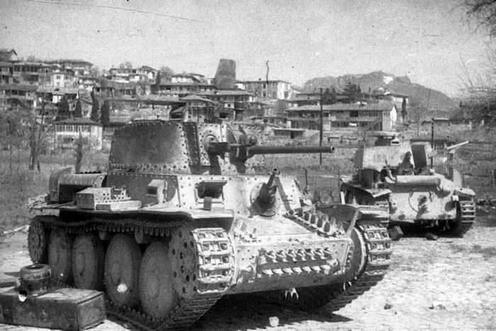 Трофейные немецкие танки на улицах освобожденного Гурзуфа. /Фото: staticflickr.com