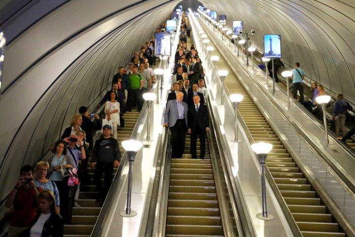Кто бы мог подумать, что первенство у самолетов отберут эскалаторы. /Фото: rg.ru