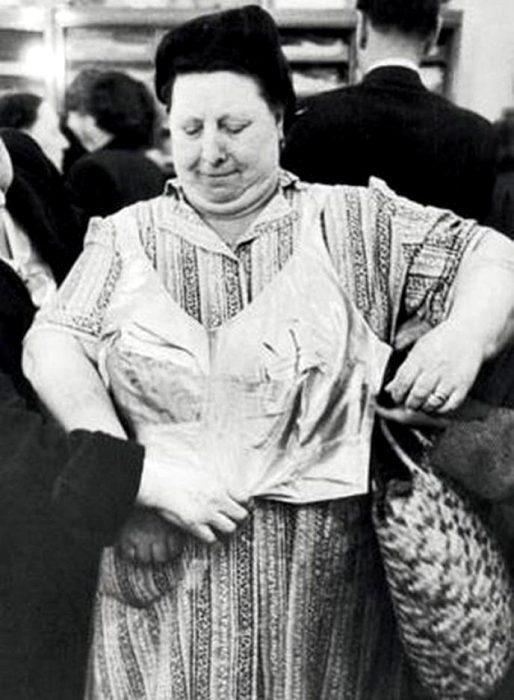 Советское производство не могло удовлетворить потребности всех гражданок. /Фото: obozrevatel.com
