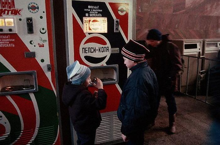 Автомат с Пепси-колой - пожалуй, любимый у детей. /Фото: