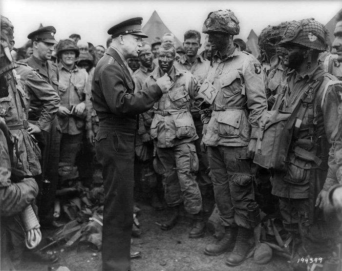 Английские солдаты первыми стали носить брюки с вместительными карманами. /Фото: sekretmira.ru
