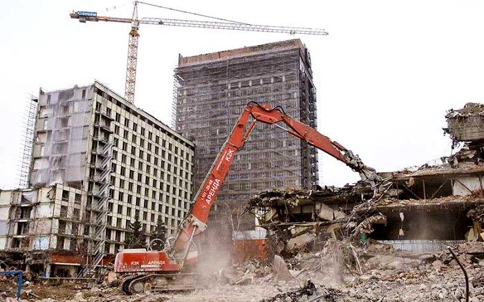 Снос гостиницы в 2002 году. /Фото: proexpedition.ru