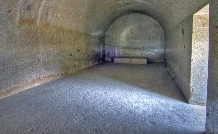 Сейчас такие ровные стены за один день не сделаешь, не то, что два десятка столетий назад. /Фото: dostoyanieplaneti.ru
