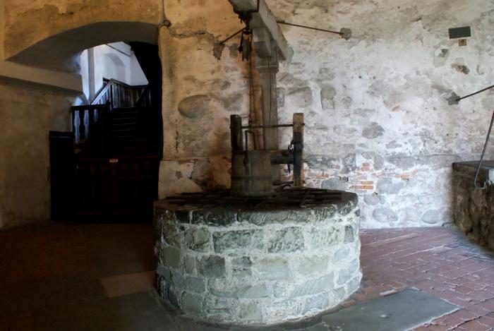 Колодец на территории замка Меерсбург, 14 столетие. /Фото: finovel.com