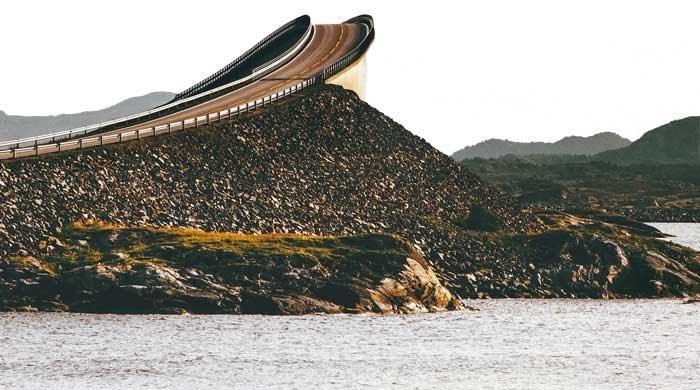 Пьяный мост над морем. /Фото: avtomir.ua