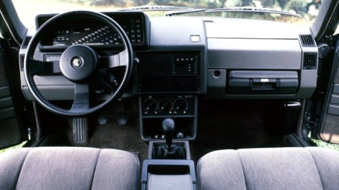 Примочки в машины встраивали и тридцать лет назад. /Фото: pravda.com