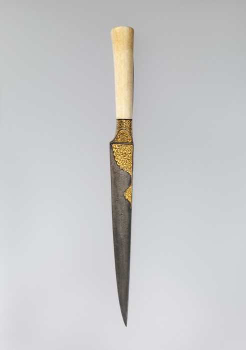 Металлический нож с рукояткой из слоновой кости. /Фото: postnauka.ru