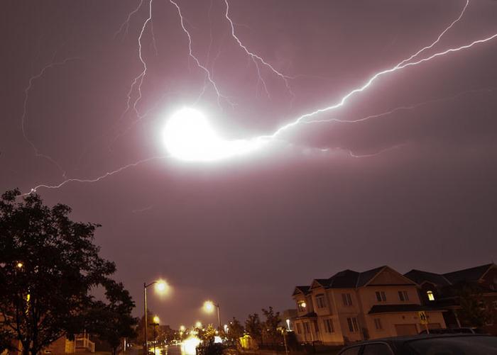 Самая редкая, но зрелищная молния. /Фото: elementy.ru