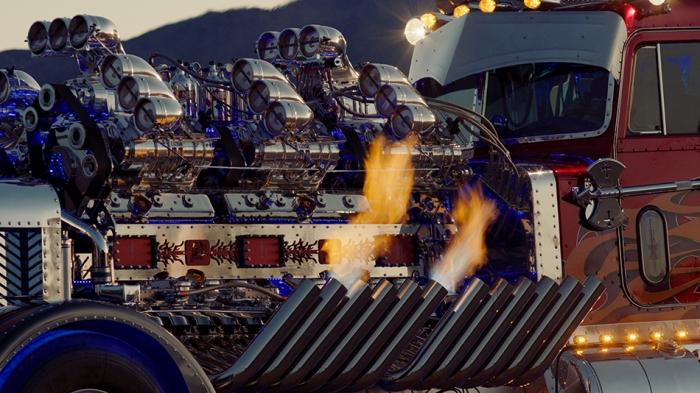 С вырывающимся языками пламени выглядит ещё более атмосферно. /Фото: thedrive.com