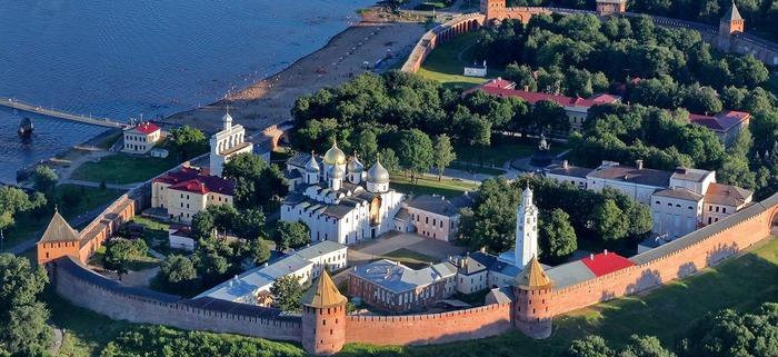 Собор в составе панорамы Новгородского кремля. /Фото: moisrussia.ru