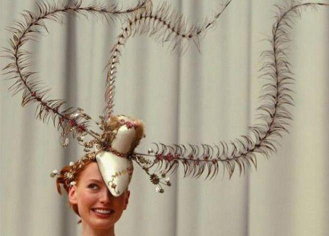 Платиновая шляпка. /Фото: woman.ua