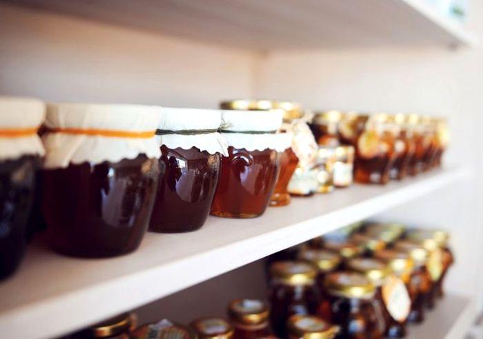 Мед из магазина может быть даже опасным. /Фото: mediasole.ru