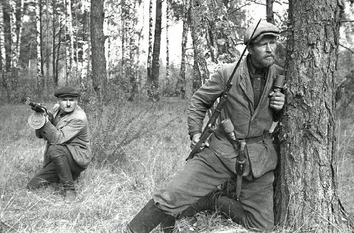 Пока солдаты и партизаны воевали, их семьи не оставались без помощи. /Фото: Wikipedia.org
