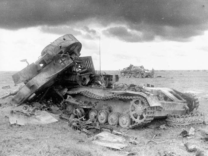 Уничтожить танк - задача не из лёгких, но и получали за нее немало. /Фото: victory.rusarchives.ru