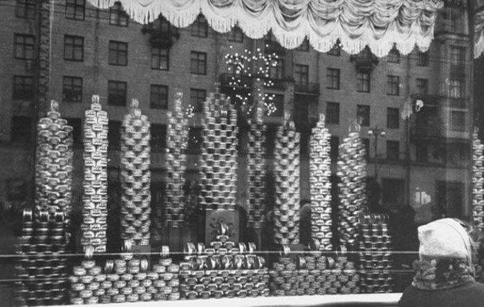 Тушенка уже больше века остается любимым отечественным лакомством. /Фото:  my-cccp.ru