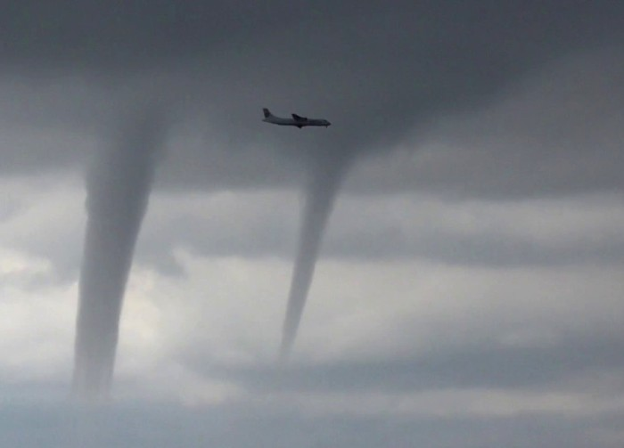 Тайфуны для самолетов опасны даже на земле. /Фото: youtube.com