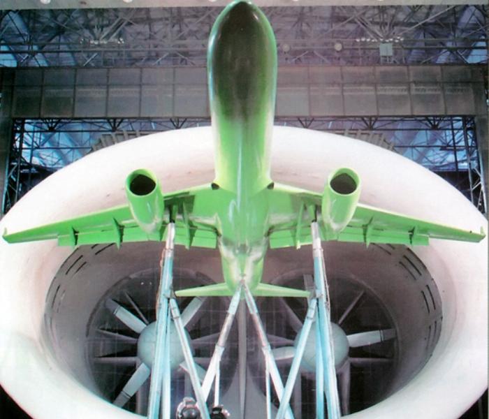 Модель Ту-204 в авиационной трубе. /Фото: wikipedia.org