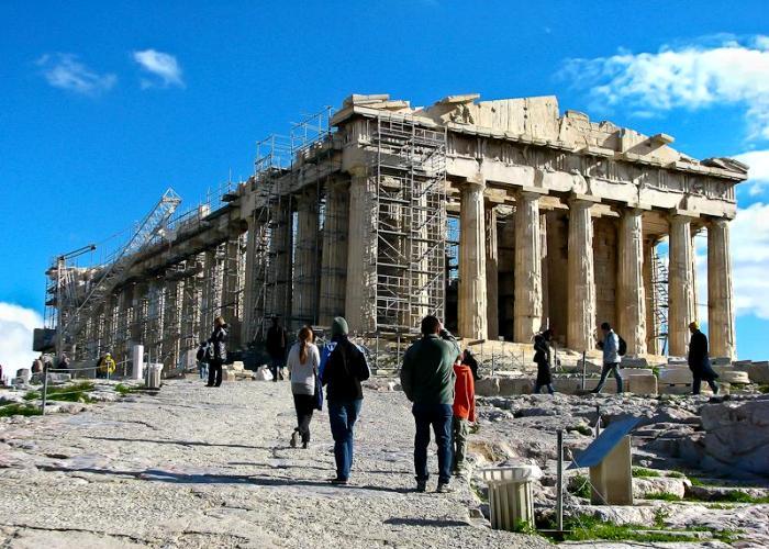 Сегодня жемчужина античной архитектуры - это просто большая стройка. /Фото: cloudfront.net