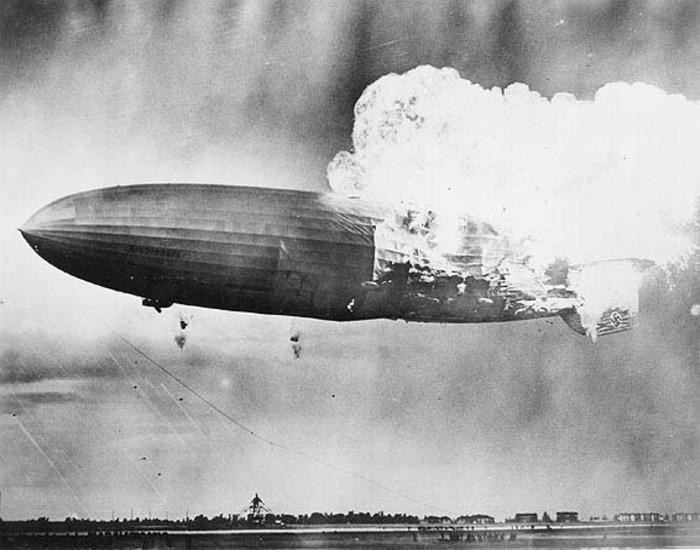 Печальная судьба самого известного дирижабля доказала опасность использования водорода. /Фото: historyworlds.ru