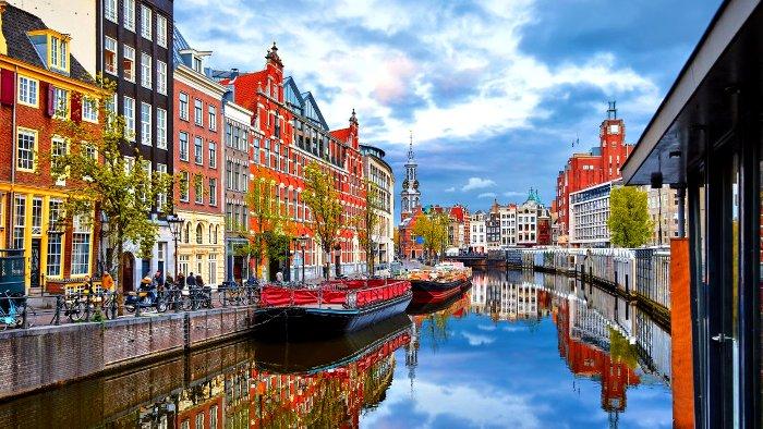 Амстердам - город без запретов и с яркими эмоциями. /Фото: football24.ua