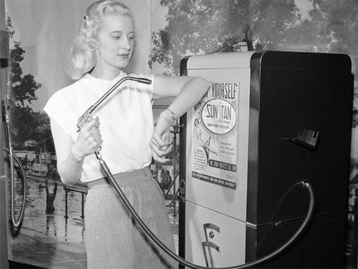 15 странных бьюти-тенденций, которые бытовали у женщин в прошлом
